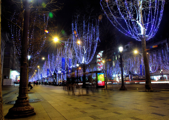 Photo of the Champs Elysees with Christmas lights © Tmax