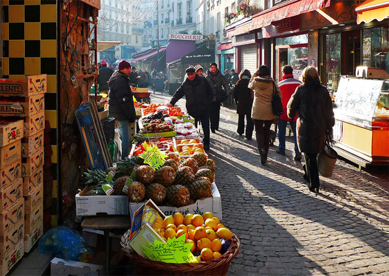 Photo of the street market rue Mouffetard © JohannJm