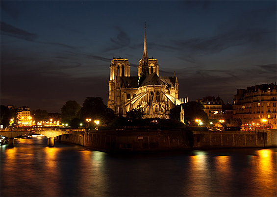 Photo of Notre Dame Cathedrale by night © BonnieCaton